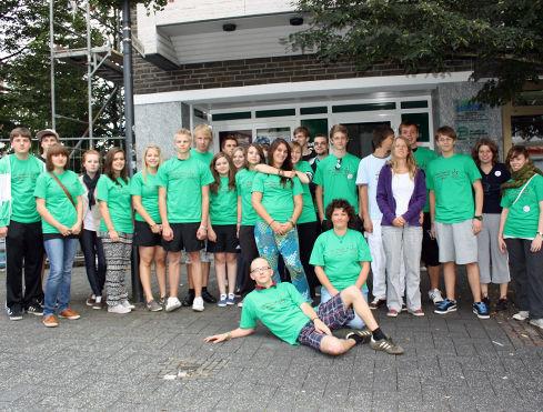 Gruppe mit grünen Shirts